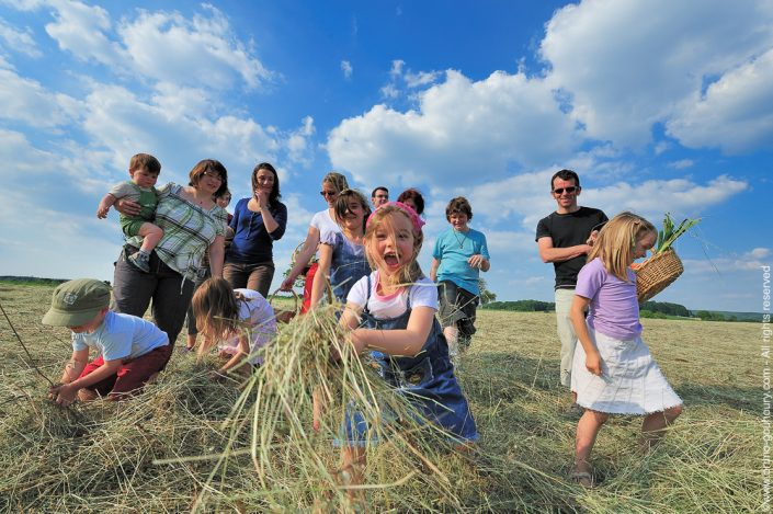 photographe-lifestyle-groupe-campagne-promotion-champetre-boheme-rural